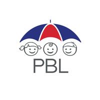 Logotyp för PBL, tre illustrerade barn är under ett röd-blå paraply