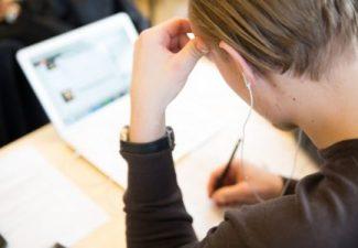 Elev som skriver prov
