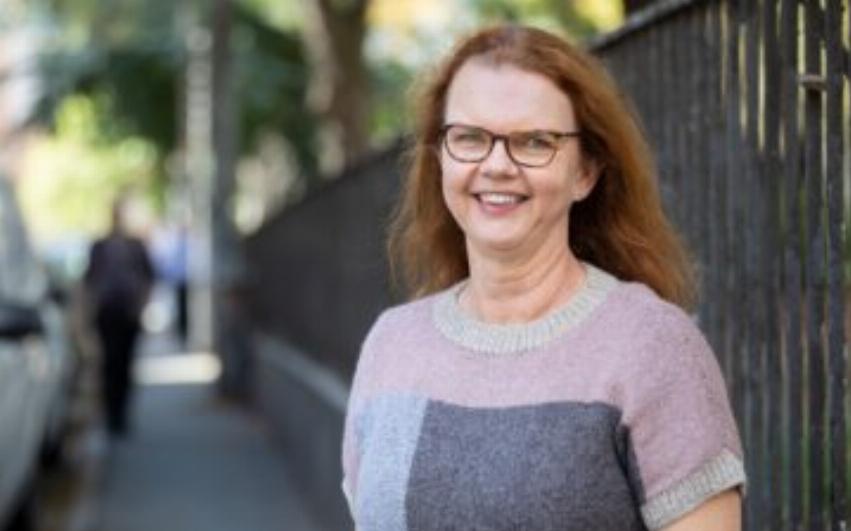 Porträttbild av AcadeMedias kommunikationsdirektör, Paula Hammerskog